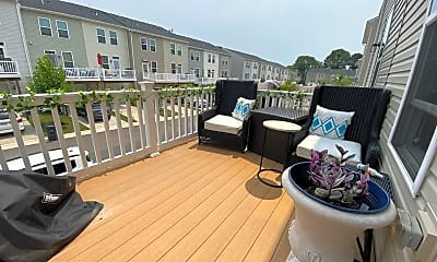 Patio / Deck, 1744 Featherstone Rd, 2
