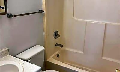 Bathroom, 900 Sloan St B, 2