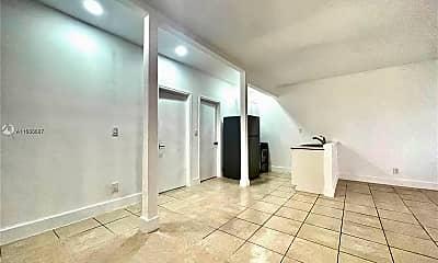 Living Room, 8135 Crespi Blvd, 1