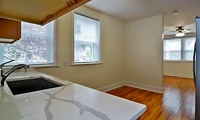 Bedroom, 2032 W Roscoe St, 2