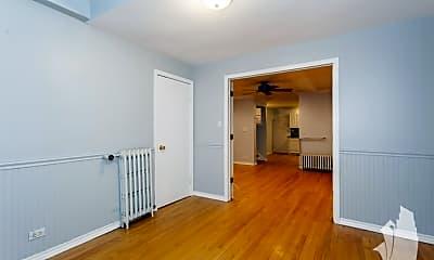 Living Room, 4904 N Rockwell St, 1