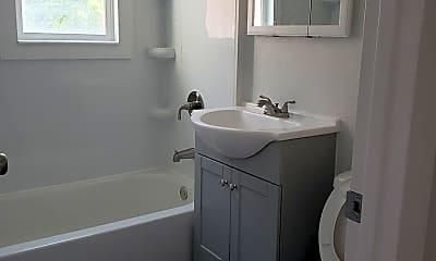 Bathroom, 312 Shoshone St E, 1