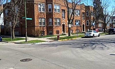 Building, 4952 W Roscoe St, 1