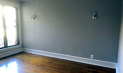 Bedroom, 6370 N Hermitage Ave, 2