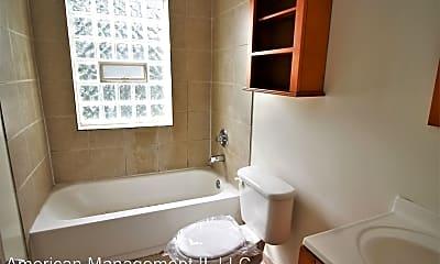 Bathroom, 3224 Barclay St, 2