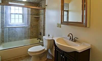 Bathroom, Madison Mall Apartments, 2