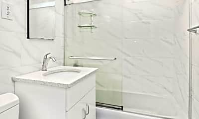 Bathroom, 60 Pearl St, 2