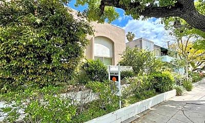 Building, 10809 Camarillo St, 1