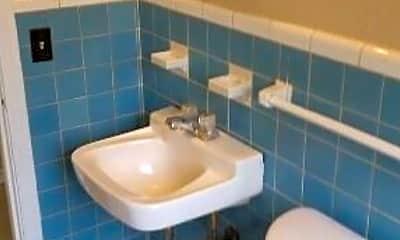 Bathroom, 706 Carrollton St, 2