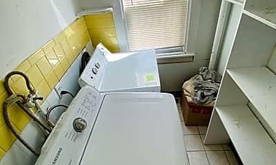 Bathroom, 114 Broad St 0, 2