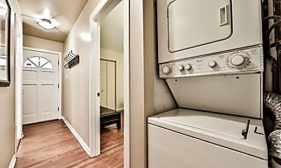 Bathroom, 2123 N Clark St, 1