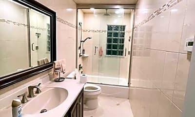 Bathroom, 82 Rye Ave, 2