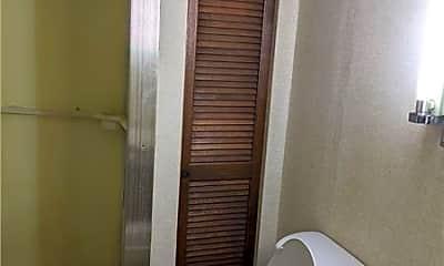 Bathroom, 607 1/2 W Grant St B, 2