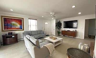 Living Room, 3000 Pacific Ave, 1