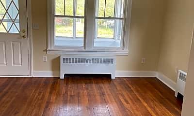 Living Room, 225 Schoolhouse Rd, 2
