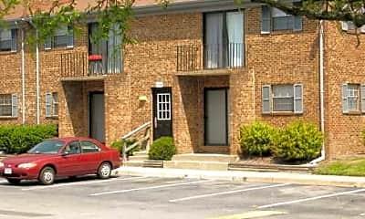River Oaks Apartments, 2
