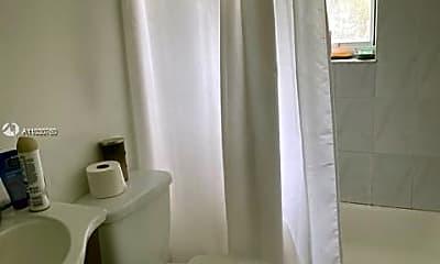 Bathroom, 2101 Bay Dr 2, 2