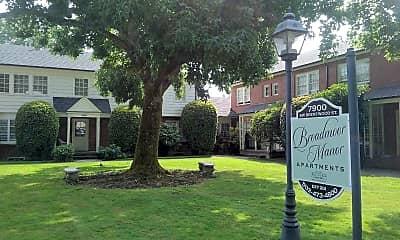 Broadmoor Manor, 1