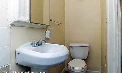 Bathroom, 2105 East Cesar E Chavez Avenue, 1