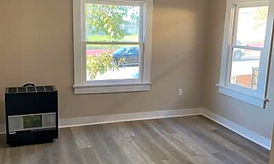 Living Room, 637 Dewey St, 1