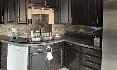 Kitchen, 29W401 Crabtree Ln, 2