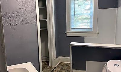 Bathroom, 4818 E Washington St, 2