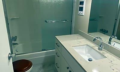 Bathroom, 301 Perkins St, 2