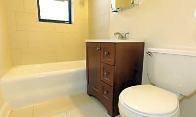 Bathroom, 4038 N Ashland Ave, 2