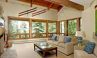 Living Room, 140 Forest Ln, 1