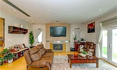 Living Room, 2913 Winlock Rd, 2