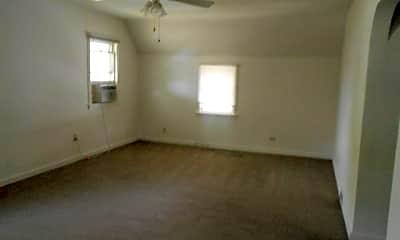 Living Room, 805 E Chestnut St, 1