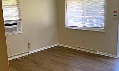 Bedroom, 102 W Summit St, 2
