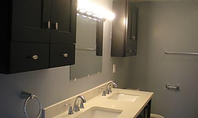 Bathroom, 413 Stephenson St B, 2