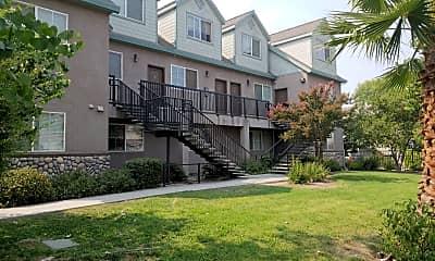 Magpie Creek Condominiums, 2