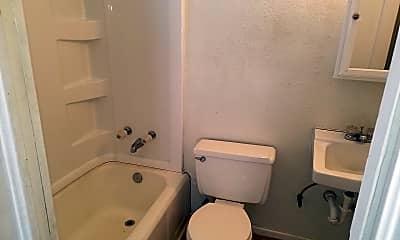Bathroom, 601 Ross St, 2