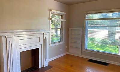 Living Room, 2230 W 13th St N, 1