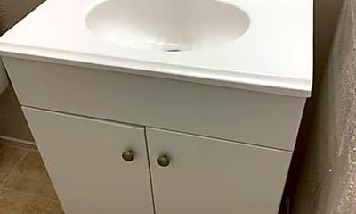 Bathroom, 2700 Poplar Cir, 2