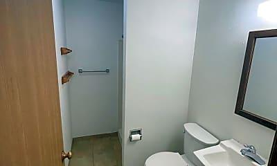 Bathroom, 401 N Broadway, 2