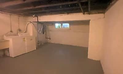 Bathroom, 3136 Chesterfield Ave, 2