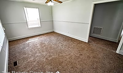 Living Room, 716 Shirley Dr, 2