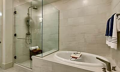 Bathroom, 207 Pierce St, 2