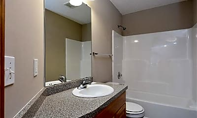 Bathroom, 191 Larpenteur Ave E, 2