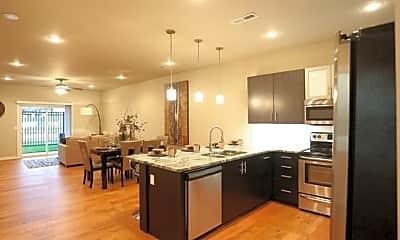 Kitchen, 634 E Walnut Lawn St, 1