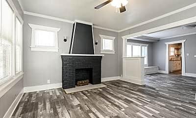 Living Room, 331 S Green St, 1