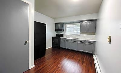 Kitchen, 1152 Evans Ave, 1