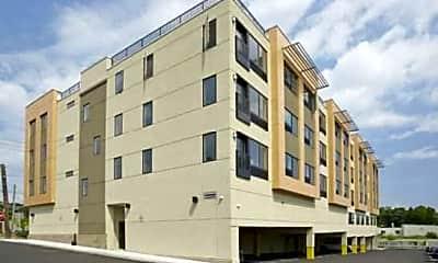 Apuovia Apartments, 1