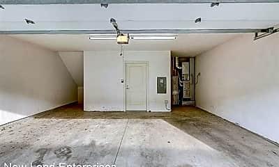 Bathroom, 2650 N Humboldt Blvd, 2