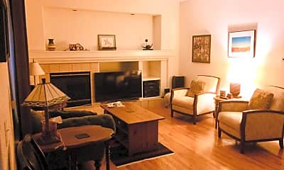 Living Room, 601 Teal Cir, 2