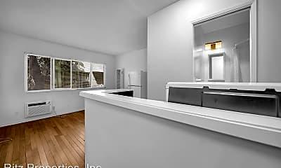 Kitchen, 2542 N Beachwood Dr, 1
