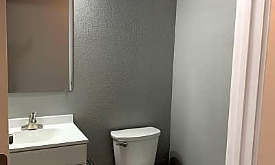Bathroom, 705 N Lincoln St, 2